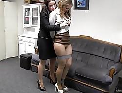 Vrouwelijke baas porno - Grote lesbische seks