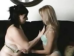 lesbian piss porn - lesbian piss orgy